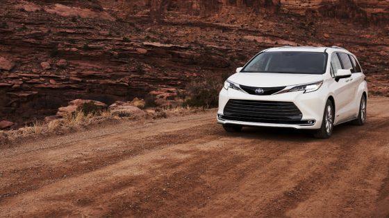 Toyota-Sienna-Limited-2021-IHS-Hybrid 1400